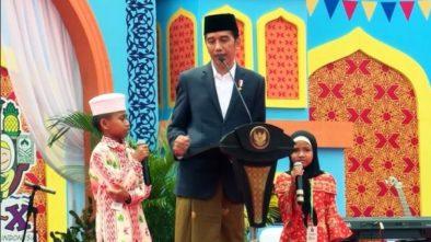 Jokowi Bagi Sepeda di Banjarmasin, Bocah Kasih Kode Sampai Ibu Minta Laptop