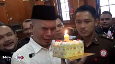 Saat Ahmad Dhani Menangis Rayakan Ulang Tahun Anaknya di PN Surabaya