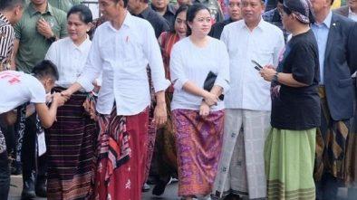 Jokowi Berencana Akan Buat Hari Khusus Mengenakan Sarung