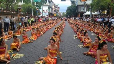 Presiden Jokowi Disambut Megahnya 2.000 Penari Pendet di Pasar Badung