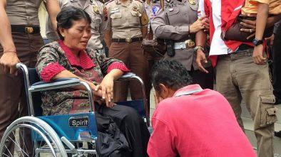 Sopir Truk Tabrak Lari Menangis dan Minta Maaf pada 2 Korbannya yang Cacat