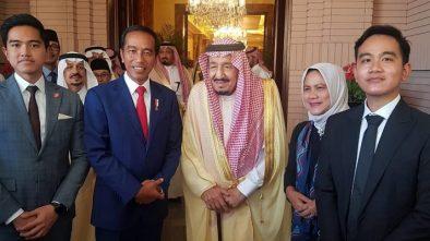 Tiba di Arab Saudi, Presiden Jokowi dan Keluarga Bertemu Raja Salman