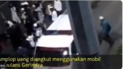 Beredar Video Viral Pembagian Duit Massa 22 Mei Dari Ambulance, Ini Komentar Warganet
