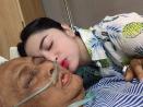 Ayah Meninggal Dunia, Dewi Perssik Setia di Samping Jenazah