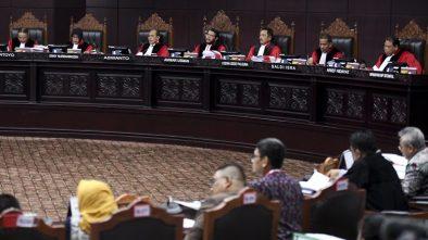 Hakim MK Minta Bukti DPT Invalid 17,5 Juta, Tim Prabowo-Sandi Minta Waktu