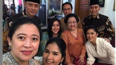 Momen Lebaran, Megawati dan Anaknya Foto Bareng Dengan Dua Putra SBY